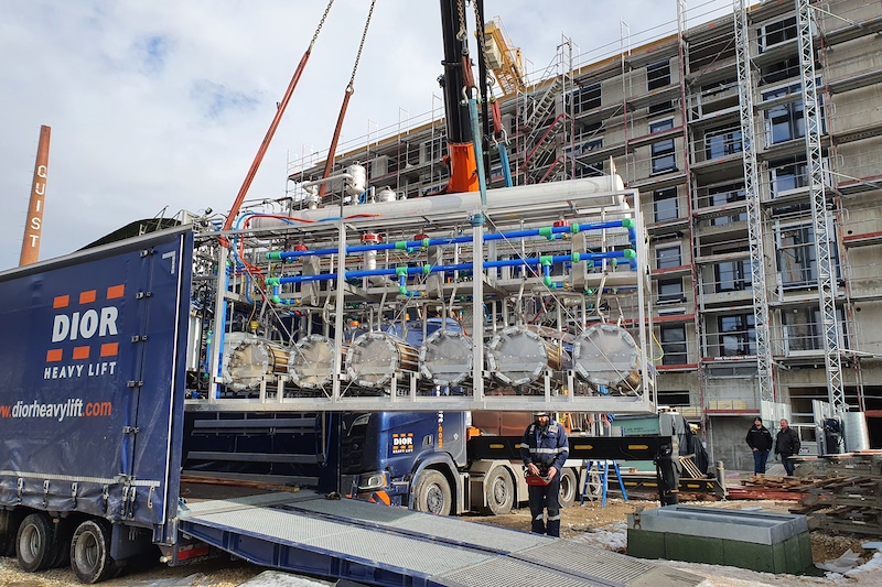 Januar 2021: Einbringung des ersten Elektrolyseurs